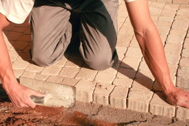 Как своими руками положить тротуарную плитку на даче