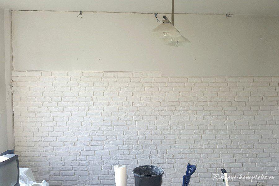 Стена облицованная плиткой под кирпич